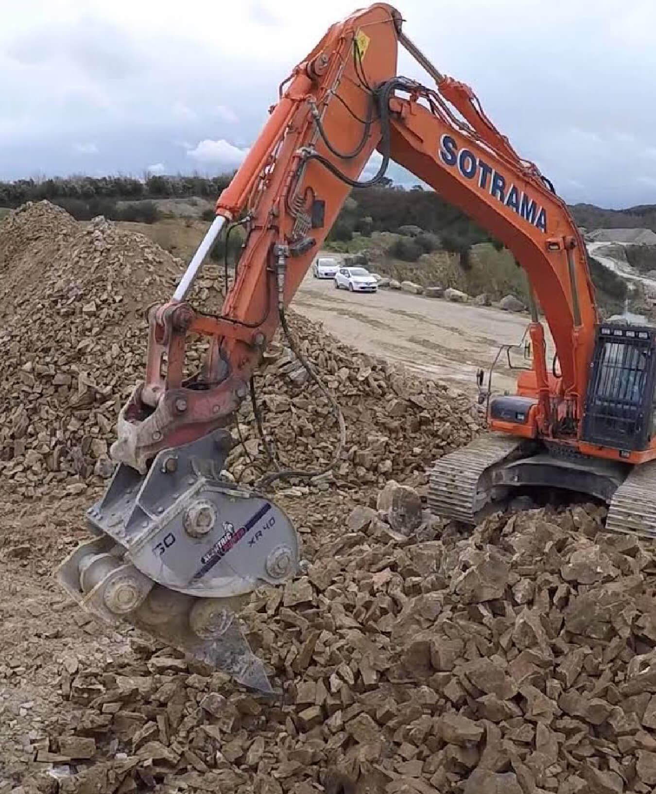 pelleteuse chantier gravats bretagne demolition